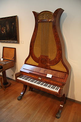 Lyre piano (Berlin, around 1840) at the Musical Instrument Museum, Berlin