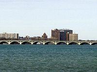 MacArthur Bridge (Detroit).jpg