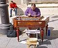 Madrid - Plaza de Oriente, Intérprete de címbalo húngaro 1.jpg