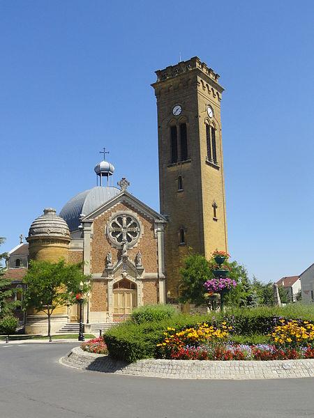 Façade de l'église Sainte-Marie de Magenta;