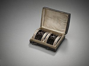 Shoe buckle - Image: Man's shoe buckles with case