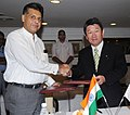 Manish Tewari and the Japanese Minister of Economy, Trade & Industry, Mr. Toshimitsu Motegi, exchanging the signed Joint Statement, in New Delhi on September 12, 2013.jpg