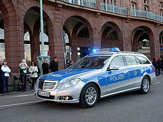 Baden-Württemberg Police - Image: Mannheim Polizei Mercedes