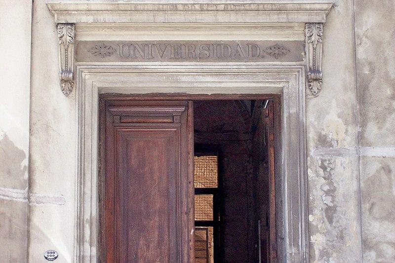 Archivo:Manzana de las Luces puerta de la ex Facultad UBA 1.jpg