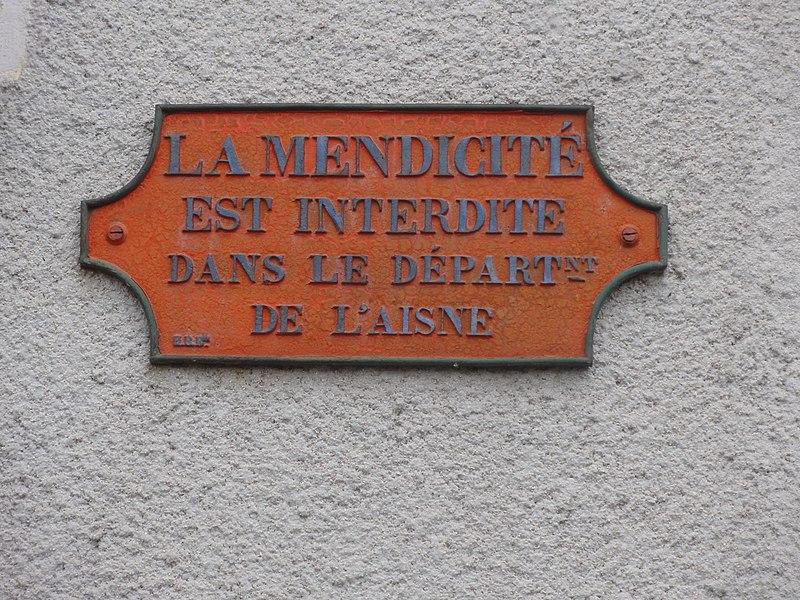 Marly-Gomont (Aisne) plaque la mendicité est interdite