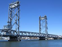 Memorial Bridge (Portsmouth, New Hampshire) Abril de 2016.JPG