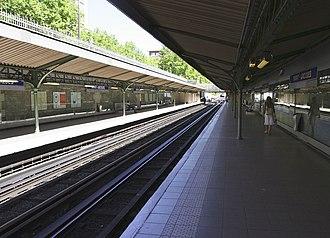 Saint-Jacques (Paris Métro) - Image: Metro Paris Ligne 6, station Saint Jacques