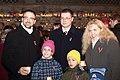 Ministru prezidents Valdis Dombrovskis aizdedz svecītes pie Rīgas pils mūra (6335317246).jpg