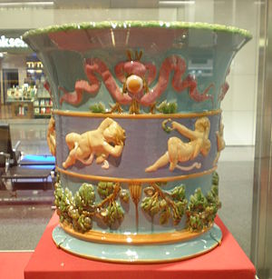 Majolica - Image: Minton & Co. Cherub and ribbon jardiniere