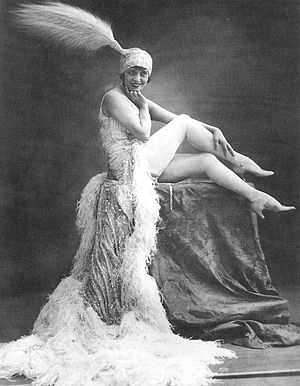 Vedette (cabaret) - Mistinguett at the Moulin Rouge