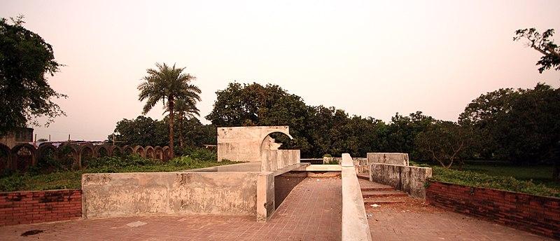 File:Mohiuddin Jahangir Tomb by Mustafiz 2.jpg