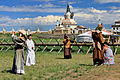 Mongolscy turyści w klasztorze Erdene Dzuu 01.jpg