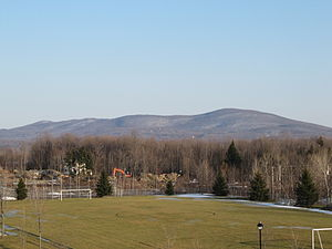 Mont Shefford - Mont Shefford seen from Terry Fox Park in Granby