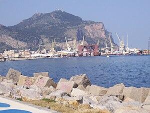 Der Monte Pellegrino mit dem Hafen Palermos