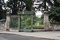 Montpellier-Faculté de médecine-Entrée du jardins des plantes-20130618.jpg