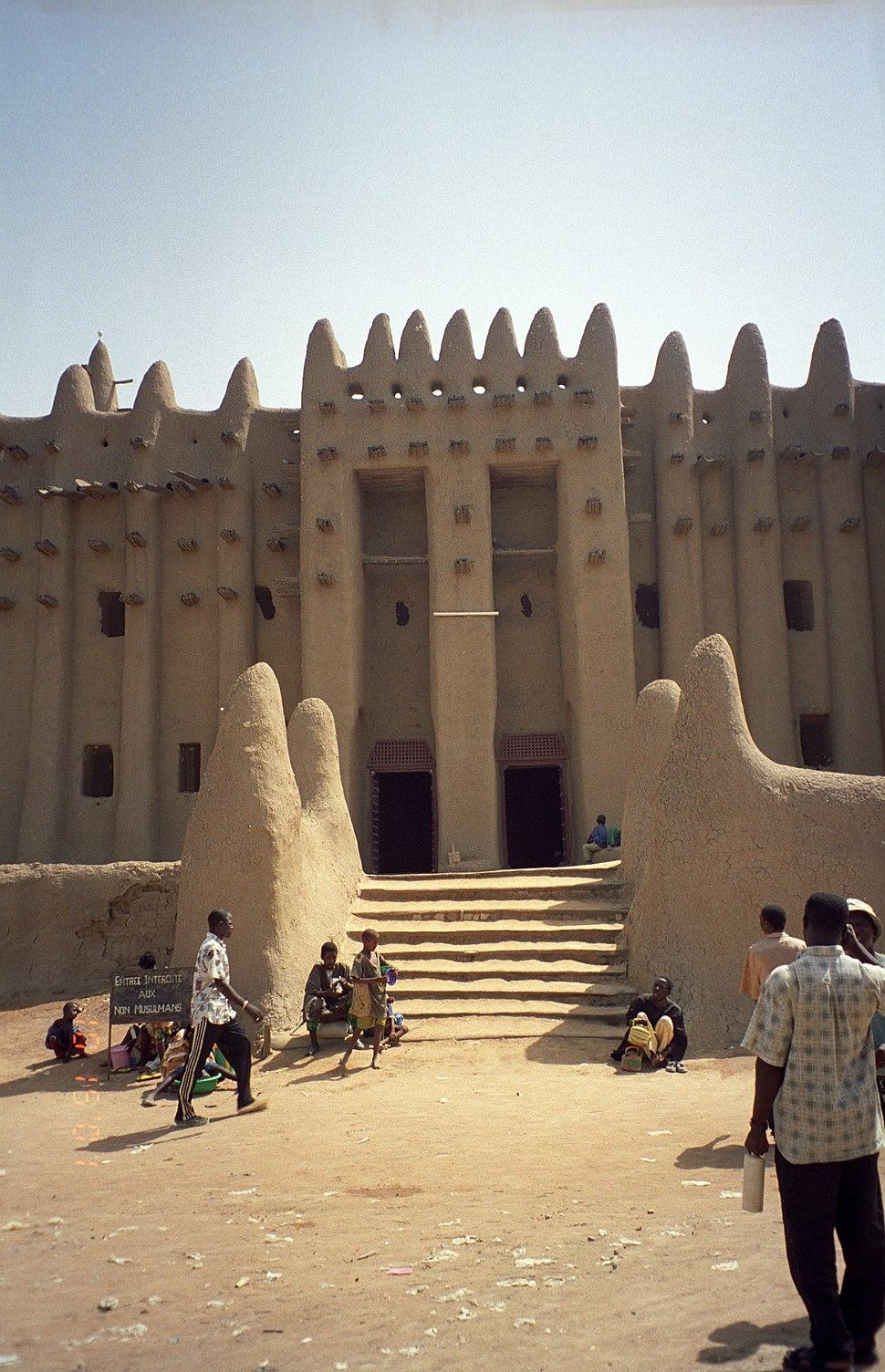 Mosque entrance (6862566)