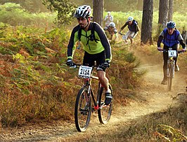 Een cross country mountainbikewedstrijd.