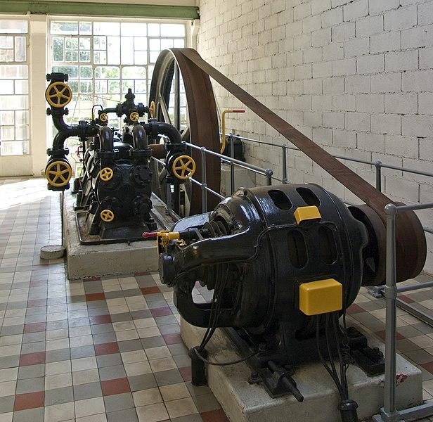 File:Musée de la brasserie, compresseur 1.jpg