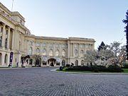 Muzeul de Arta curte.jpg