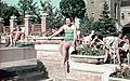 Női portré, a Gellért Gyógyfürdőnél, 1939. - Fortepan 75508.jpg