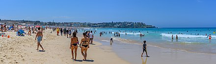 Bondi Beach NZ7 2210 11 (46296390154).jpg