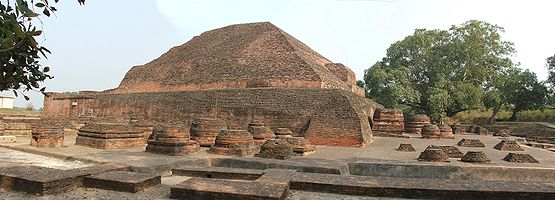 Wide view of the other (back)side of Sariputta's Stupa.