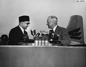 Liaquat Ali Khan's state visit to the United States - Prime minister Ali Khan shakes hands with President Harry Truman, upon his arrival.