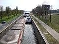 Nijmegen, sluiscomplex Weurt, de oude sluis, rechts hefdeuren nieuwe sluis.JPG