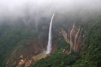 Nohkalikai falls, Meghalaya.jpg