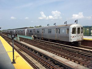 A (New York City Subway service) - A train made of R46 cars in A service at 88th Street, bound for Manhattan.