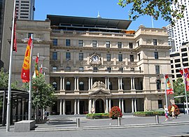 Old Customs House in Circular Quay, Sydney.jpg