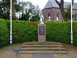 Oorlogs monument bij de Martenskerk (Scharnegoutum).JPG