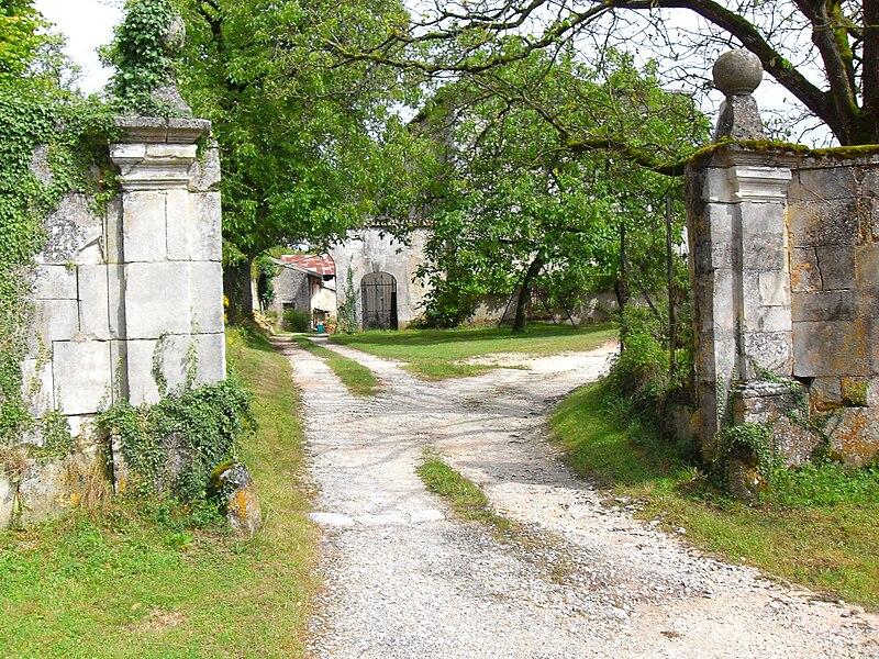 Ourches entrée château