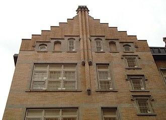 Public School 9 (historic building) - Image: PS9 S Side 82nd St