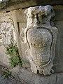 Palazzo ricasoli salviati, giardino, fontana 06 stemma.JPG