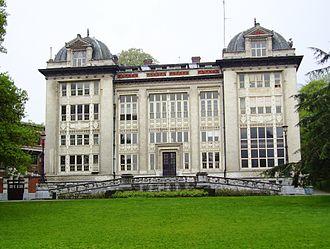 Leopold Park - Image: Parc Leopold Bruxelles, lycée Jacqmain ancien institut de physiologie
