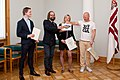 Paziņo Latvijas oficiālās Facebook lapas konkursa uzvarētāju 07.10.11. (6219537175).jpg