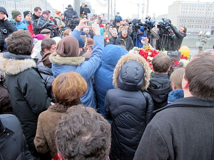 People came to the side of Boris Nemtsov's murder (2015-02-28; 19).JPG