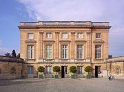 El petit Trianon, apartamento que Madame de Pompadour, amante de Luis XV y promotora del Rococó, se hizo construir para alejarse del ambiente palaciego de Versalles.
