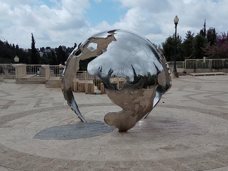 פסל ירושלים מרכז העולם