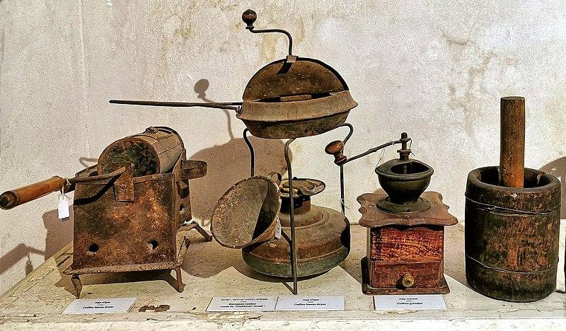 כלים לטחינת והכנת קפה