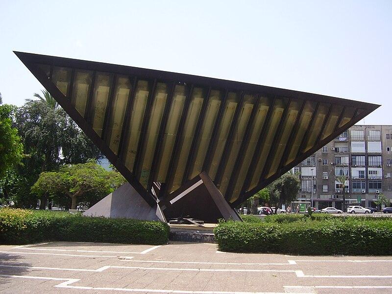 אנדרטת השואה והתקומה בכיכר רבין