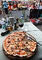 Pizza con funghi e olive chiang mai.jpg