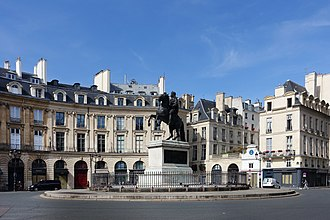Place des Victoires - View of the Place des Victoires with statue of Louis XIV.