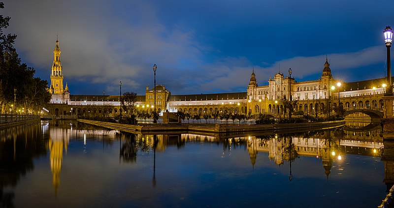 Plaza de Espana at night - Seville, Spain - panoramio (1).jpg