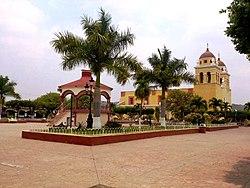 Plaza principal de Villa Purificación.jpg