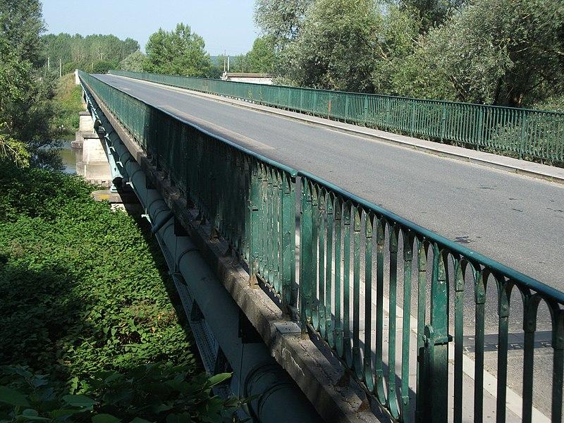 Bridge of departmental road 130 on Allier river towards Marcenat [8588]