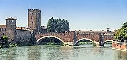 Ponte di Castelvecchio (Verona).jpg