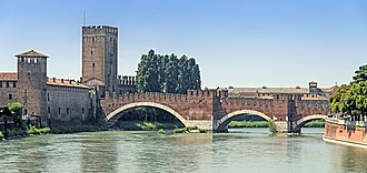 Battle of Verona (1805) - The French launched their attack across the lightly guarded Ponte di Castelvecchio.