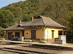 Porva-Csesznek vasútállomás.jpg